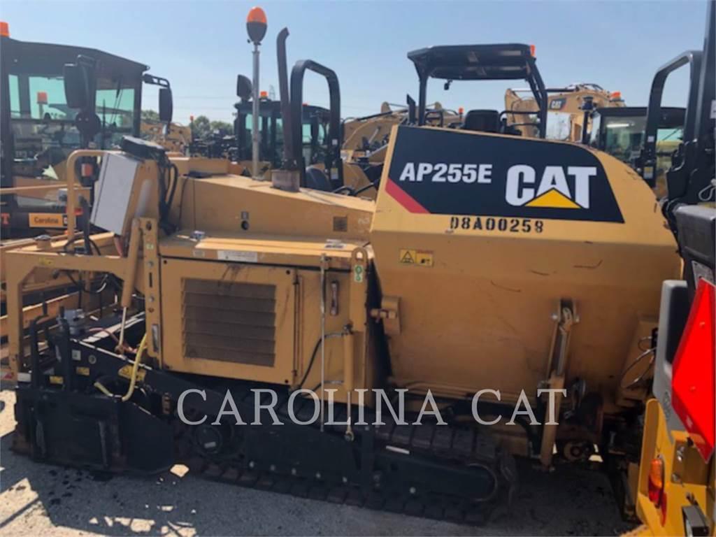 Caterpillar AP 255 E, Asfaltadoras, Construcción
