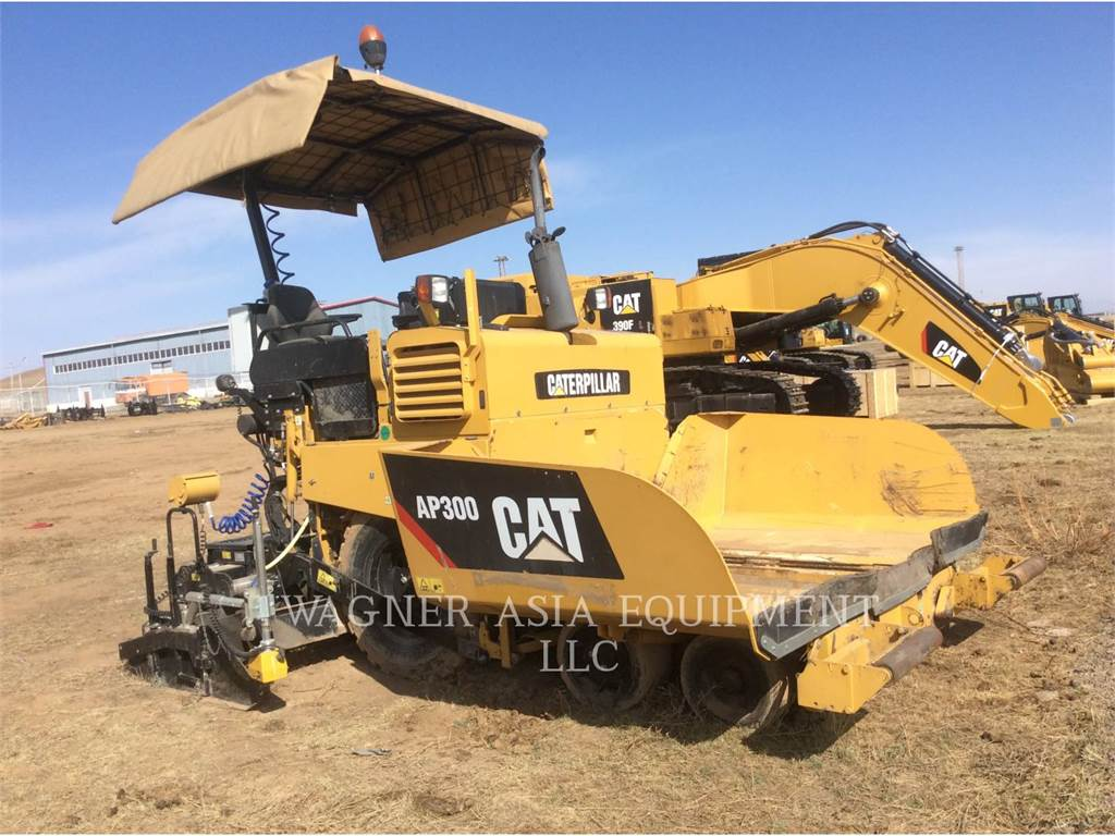Caterpillar AP-300, Asphalt pavers, Construction