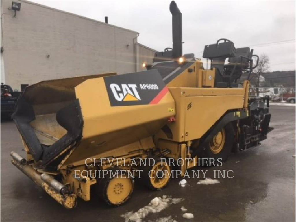 Caterpillar AP-600D, Asphalt pavers, Construction