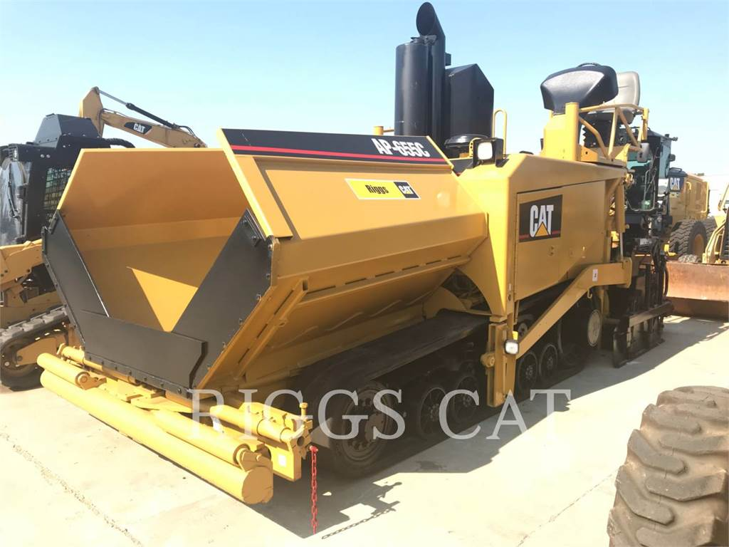 Caterpillar AP-655C, Asphalt pavers, Construction