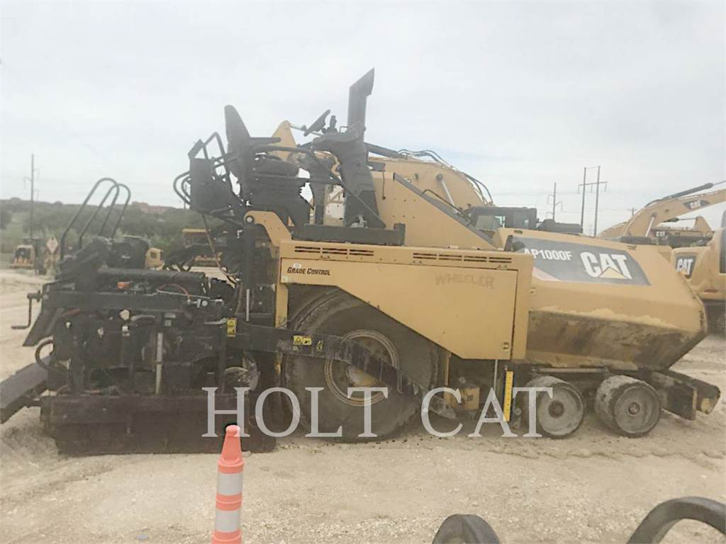 Caterpillar AP1000F, Single drum rollers, Construction
