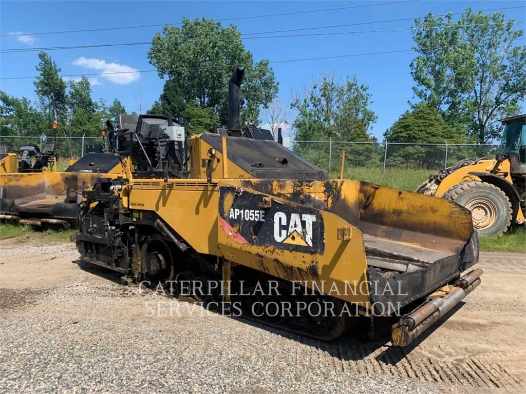 Caterpillar AP1055E, Pavatoare asfalt, Constructii