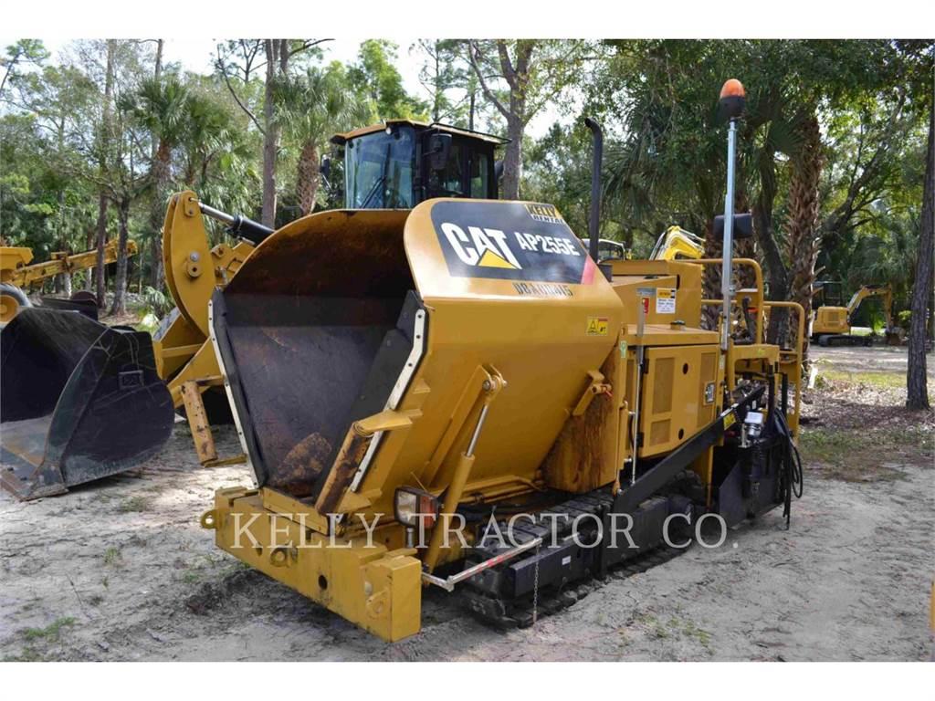 Caterpillar AP255E, Asfaltadoras, Construcción