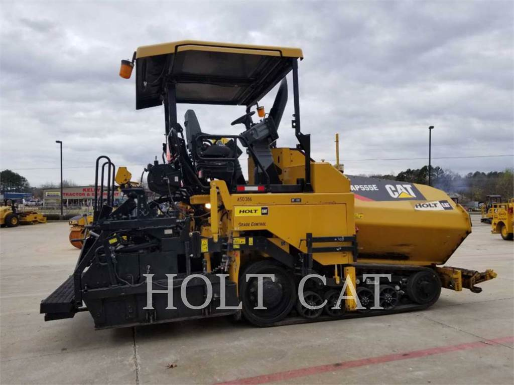 Caterpillar AP555E, Asphalt pavers, Construction