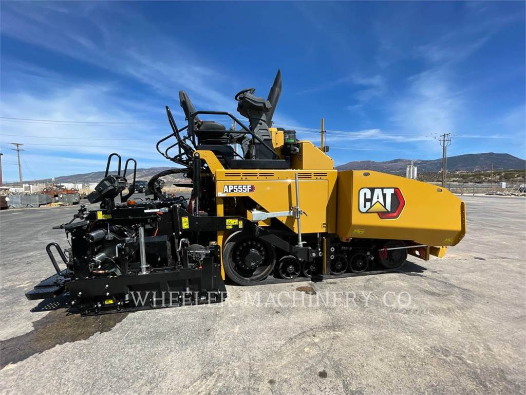 Caterpillar AP555F, Asphalt pavers, Construction