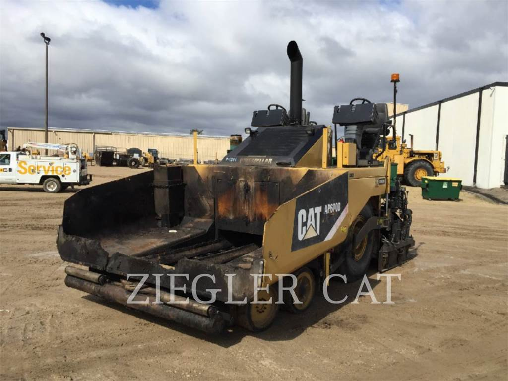 Caterpillar AP600D, Rozściełacze do asfaltu, Sprzęt budowlany