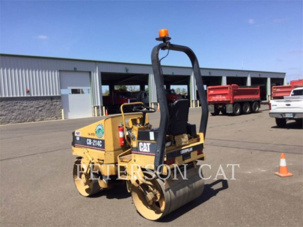 Caterpillar CB-214C, Twin drum rollers, Construction