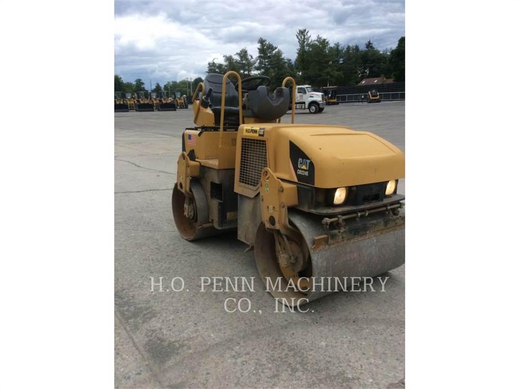 Caterpillar CB-224E, Twin drum rollers, Construction