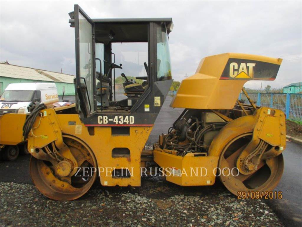 Caterpillar CB-434D, Twin drum rollers, Construction
