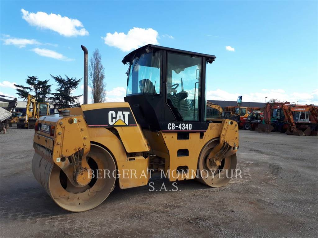 Caterpillar CB-434D, Twin drum rollers, Construction
