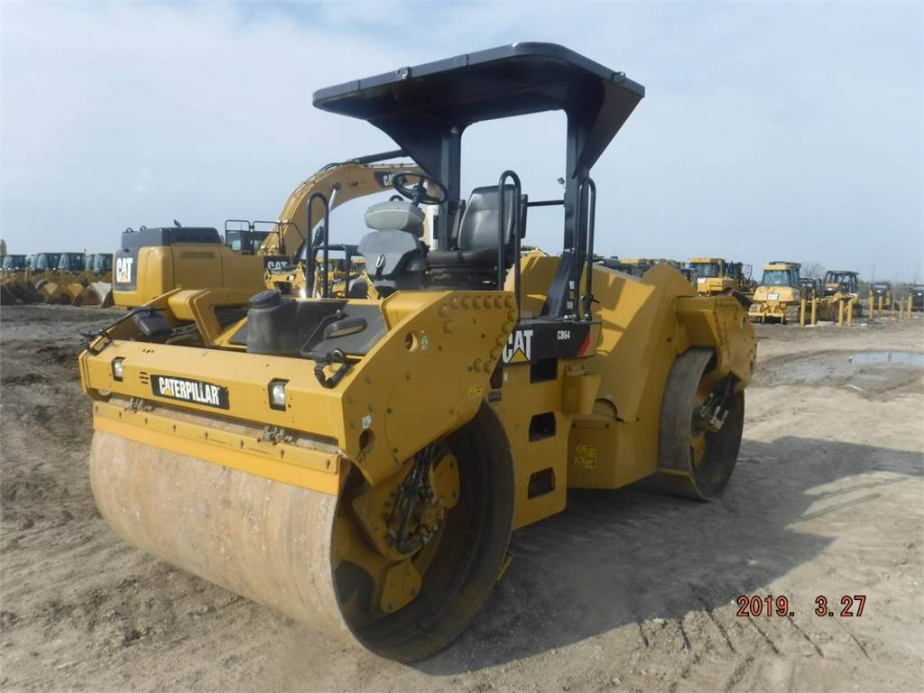 Caterpillar CB 64, Cilindri compactori dubli, Constructii