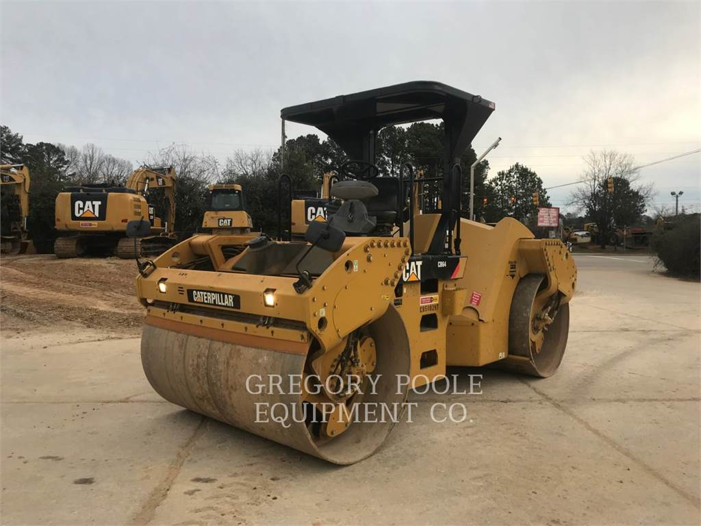 Caterpillar CB-64, Twin drum rollers, Construction