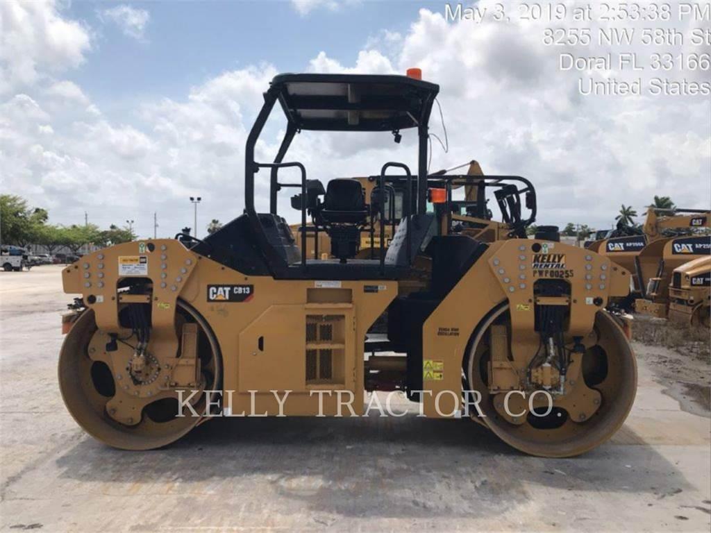 Caterpillar CB13, Twin drum rollers, Construction