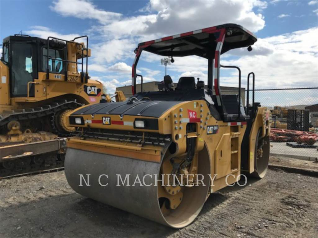 Caterpillar CB13, Asfaltadoras, Construcción