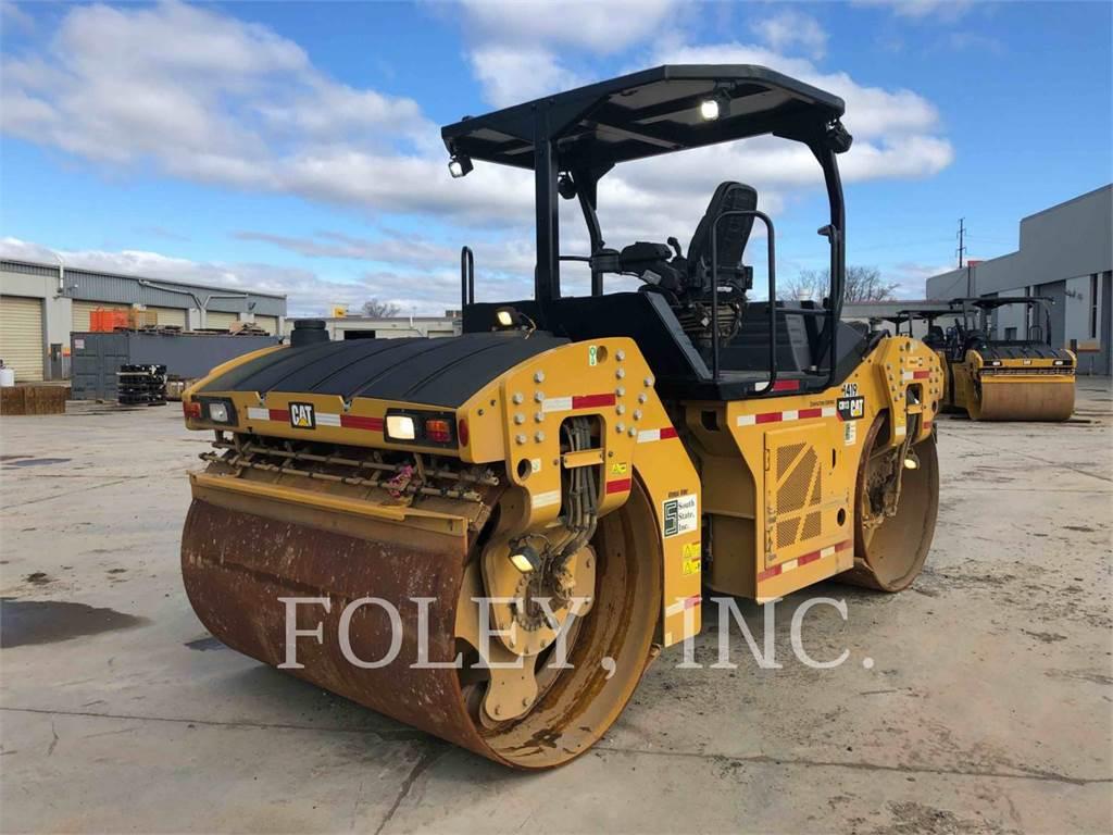 Caterpillar CB13, Asphalt pavers, Construction