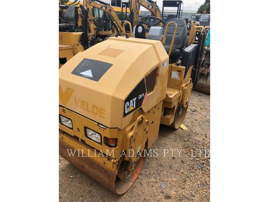 Caterpillar CB14, Twin drum rollers, Construction