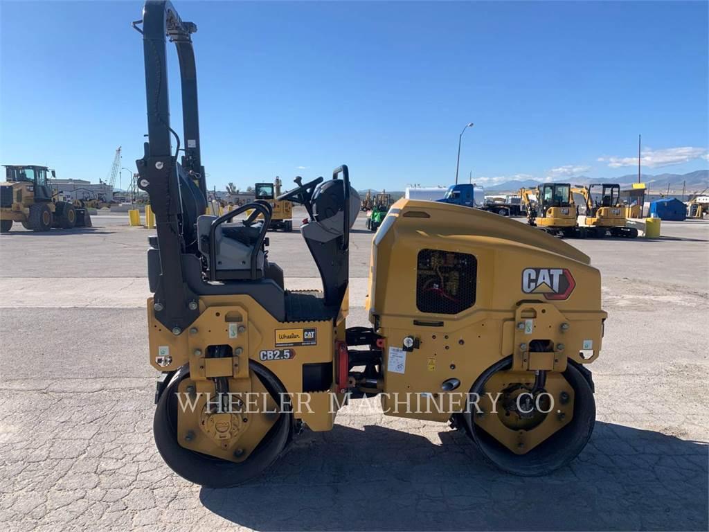 Caterpillar CB2.5, Twin drum rollers, Construction