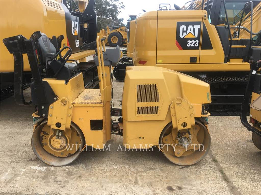 Caterpillar CB22, Twin drum rollers, Construction