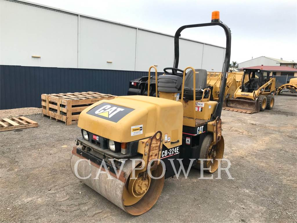 Caterpillar CB224E, Twin drum rollers, Construction