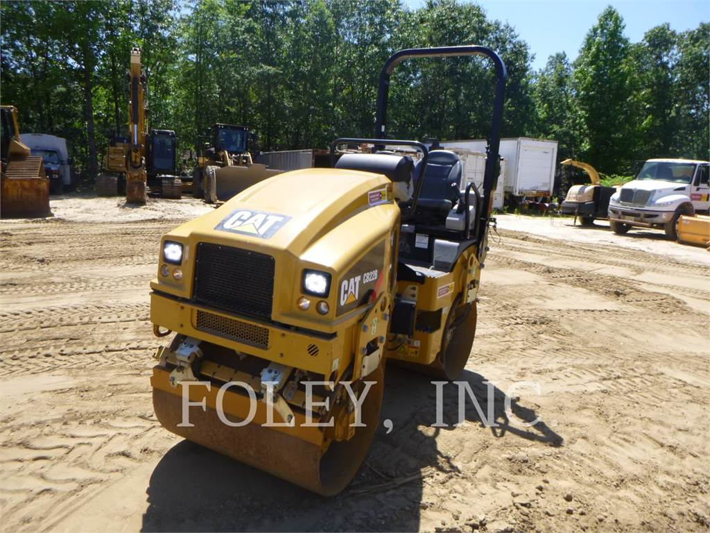 Caterpillar CB22B, Twin drum rollers, Construction