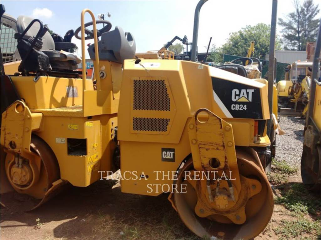 Caterpillar CB24, Twin drum rollers, Construction