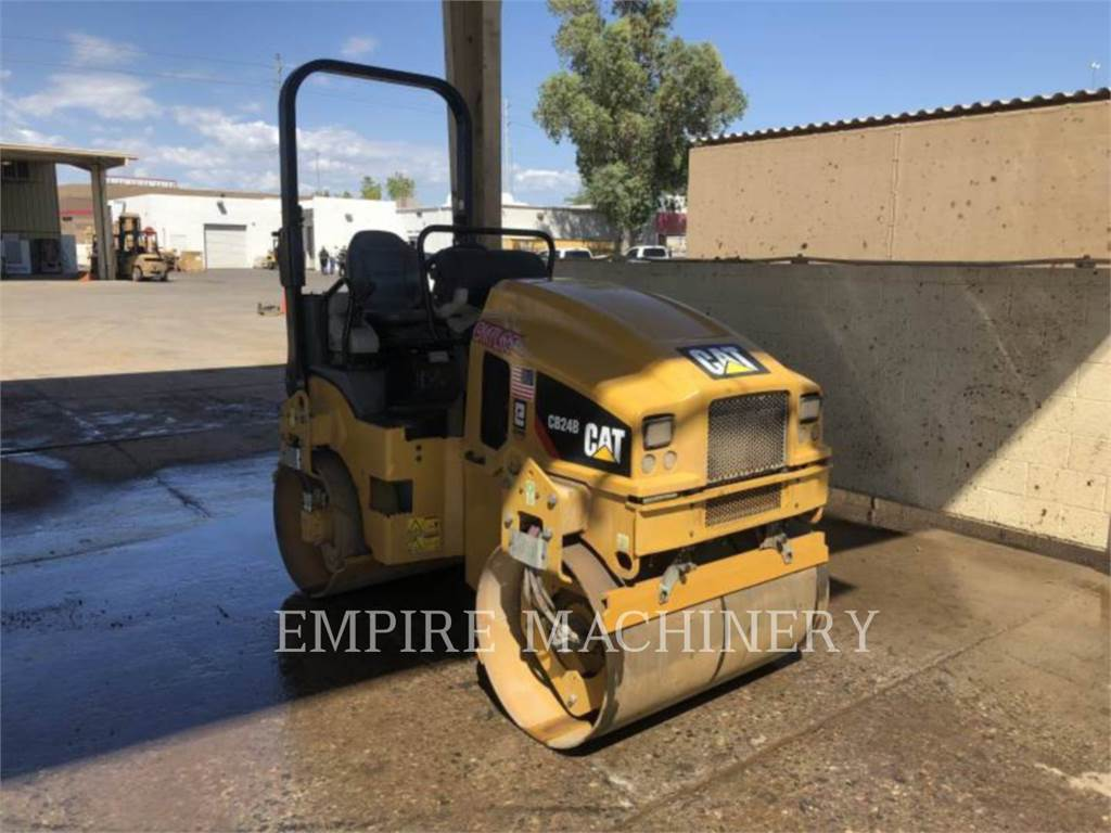 Caterpillar CB24B, Twin drum rollers, Construction