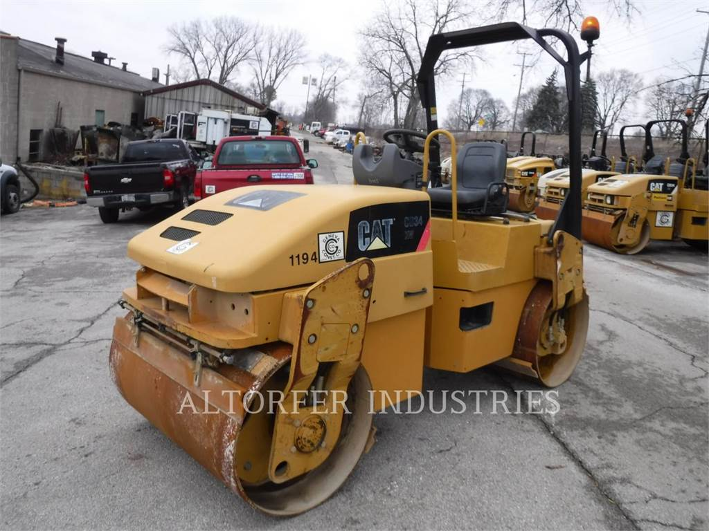 Caterpillar CB34 XW, Twin drum rollers, Construction