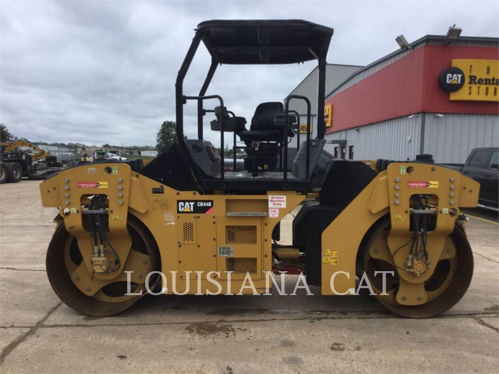 Caterpillar CB44B, Twin drum rollers, Construction