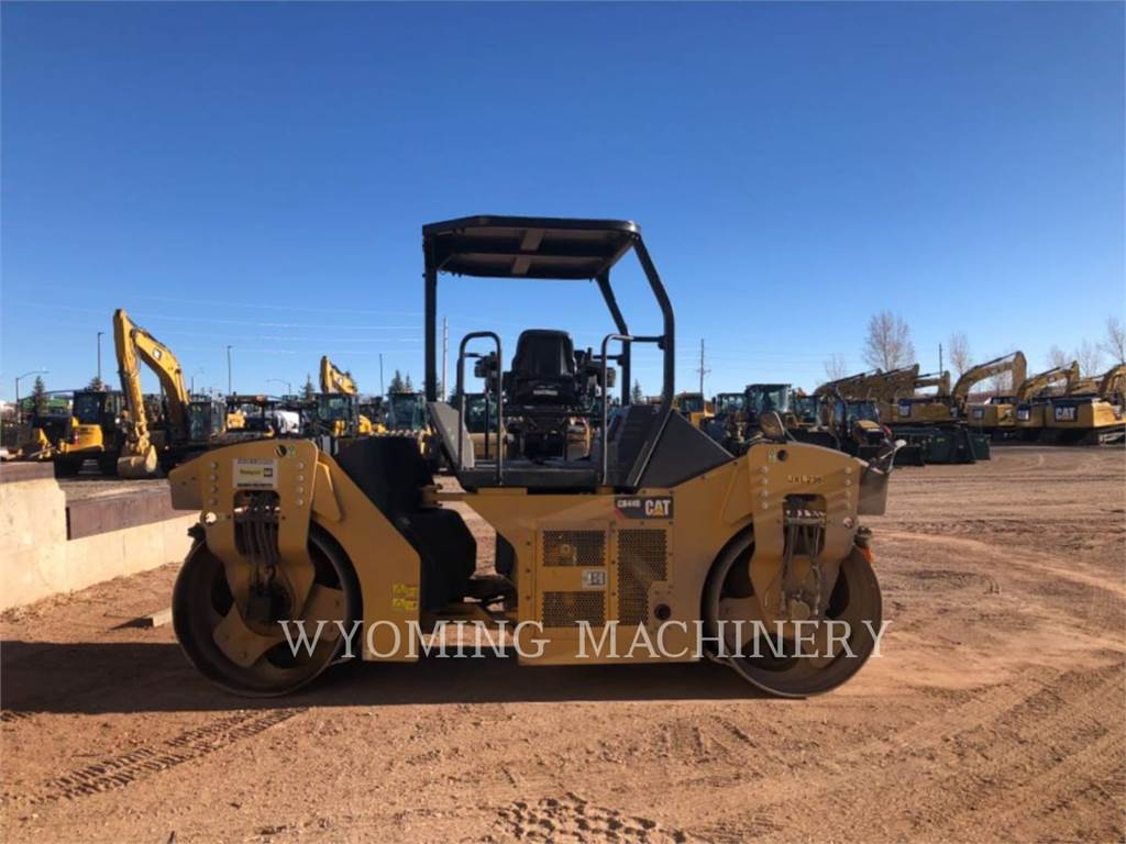 Caterpillar CB44B, Asphalt and Tar Sprayers and Sealers, Construction