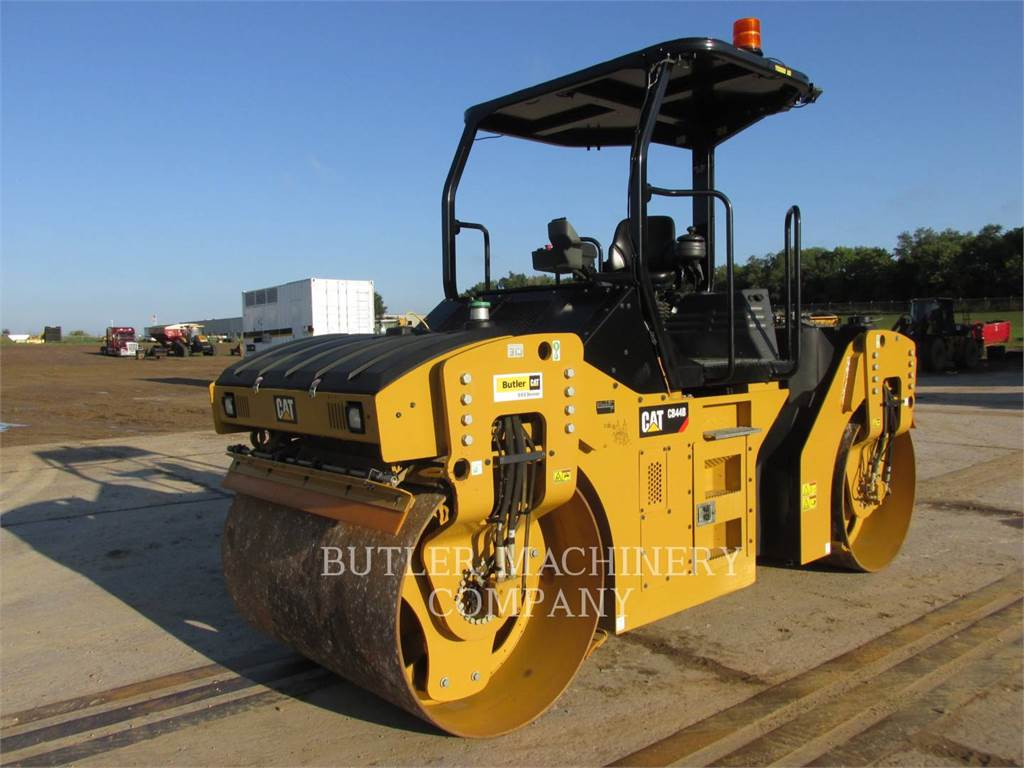 Caterpillar CB44B, Asphalt pavers, Construction
