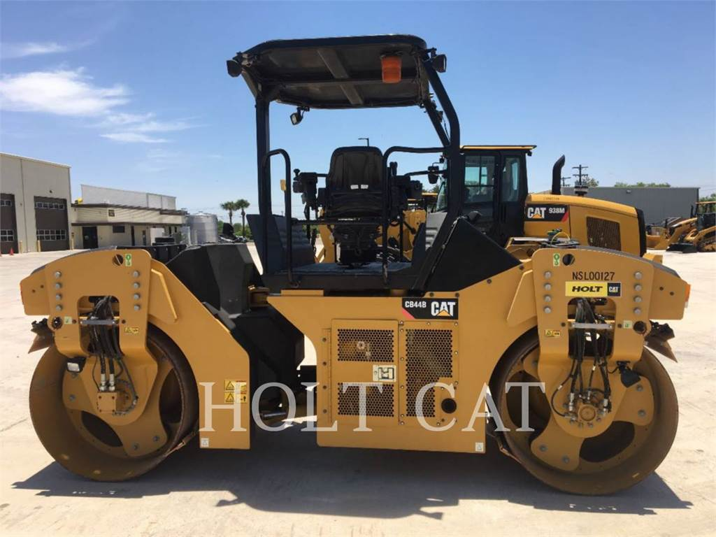 Caterpillar CB44B, Single drum rollers, Construction