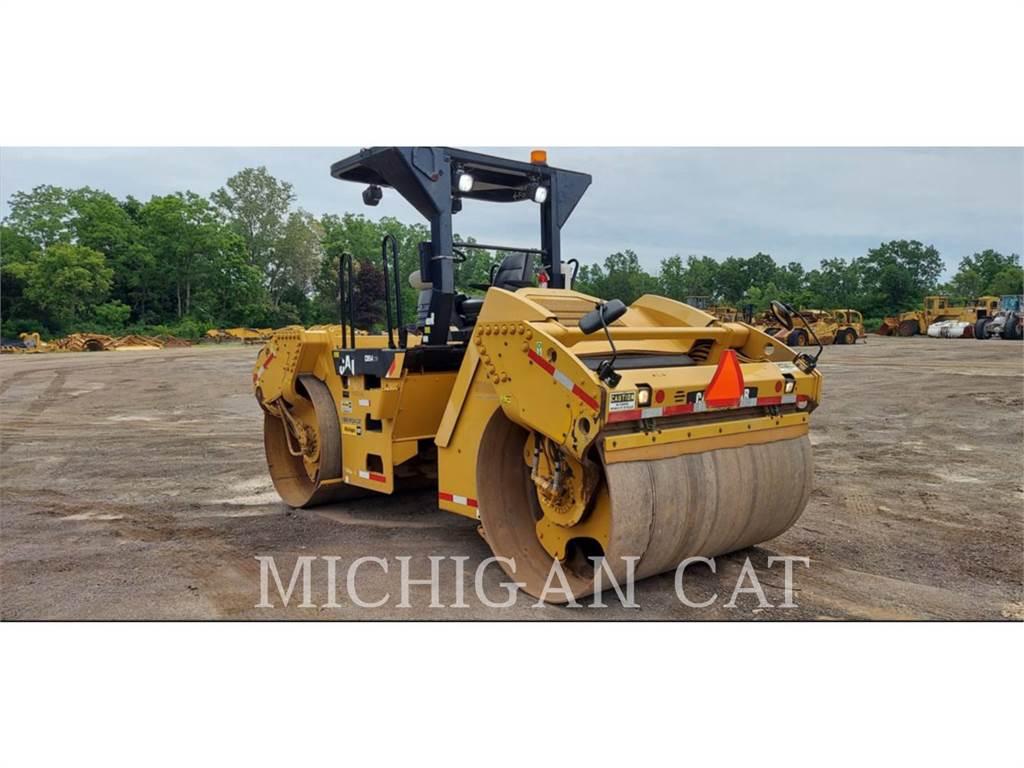 Caterpillar CB54, Twin drum rollers, Construction