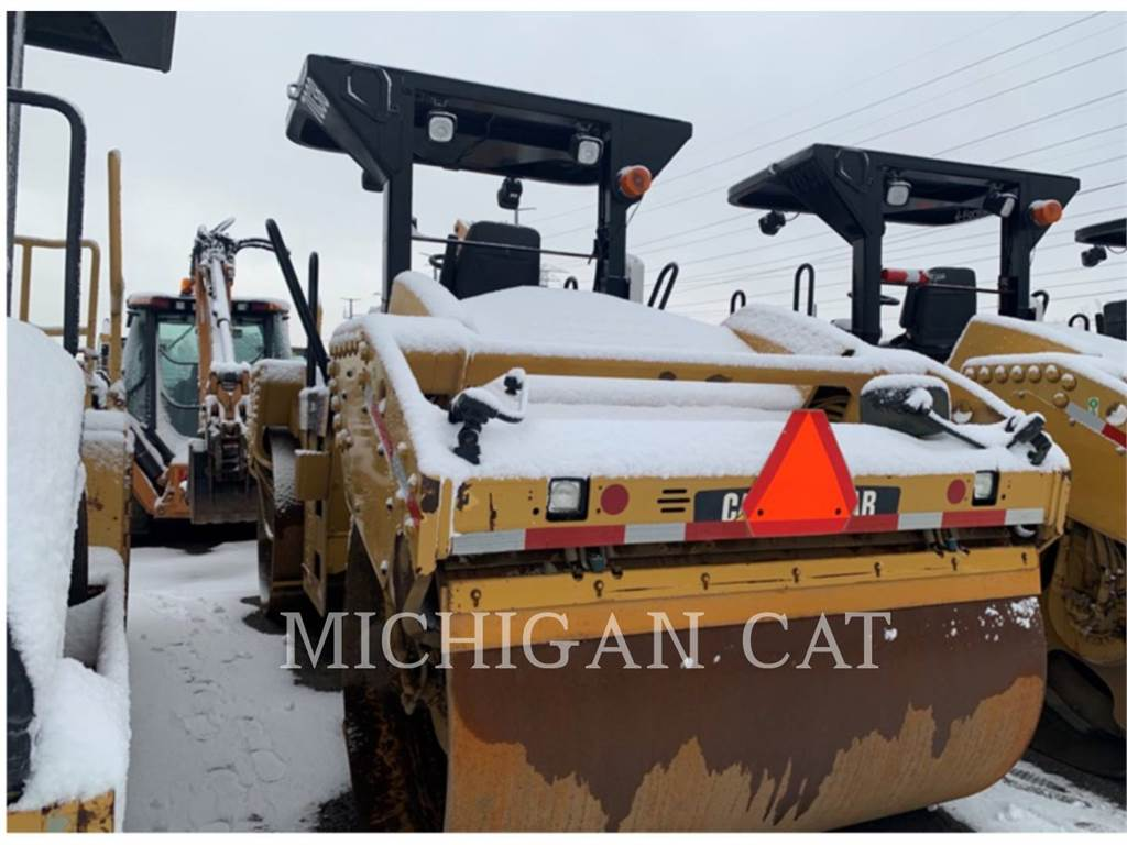 Caterpillar CB54 XW, Twin drum rollers, Construction