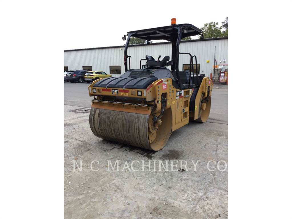 Caterpillar CB54B, Pavatoare asfalt, Constructii