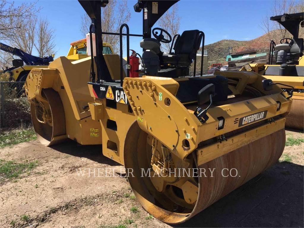 Caterpillar CB64, Asphalt pavers, Construction