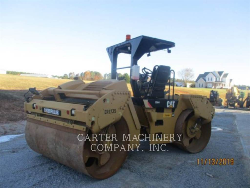 Caterpillar CB64, Twin drum rollers, Construction