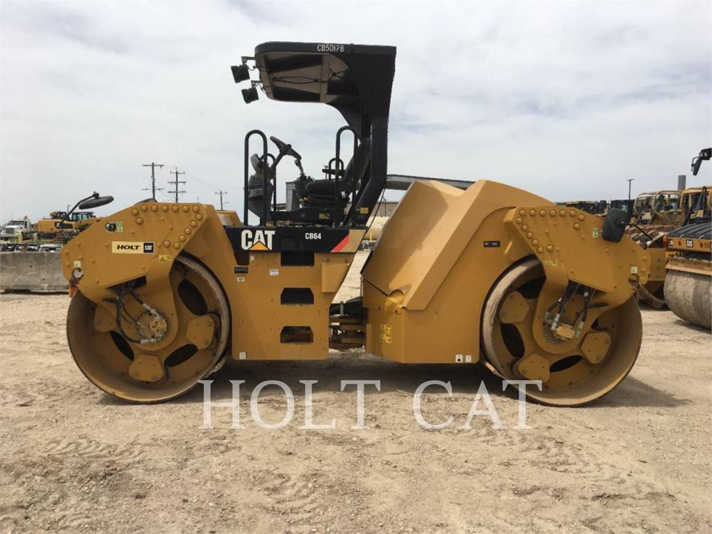Caterpillar CB64, Single drum rollers, Construction