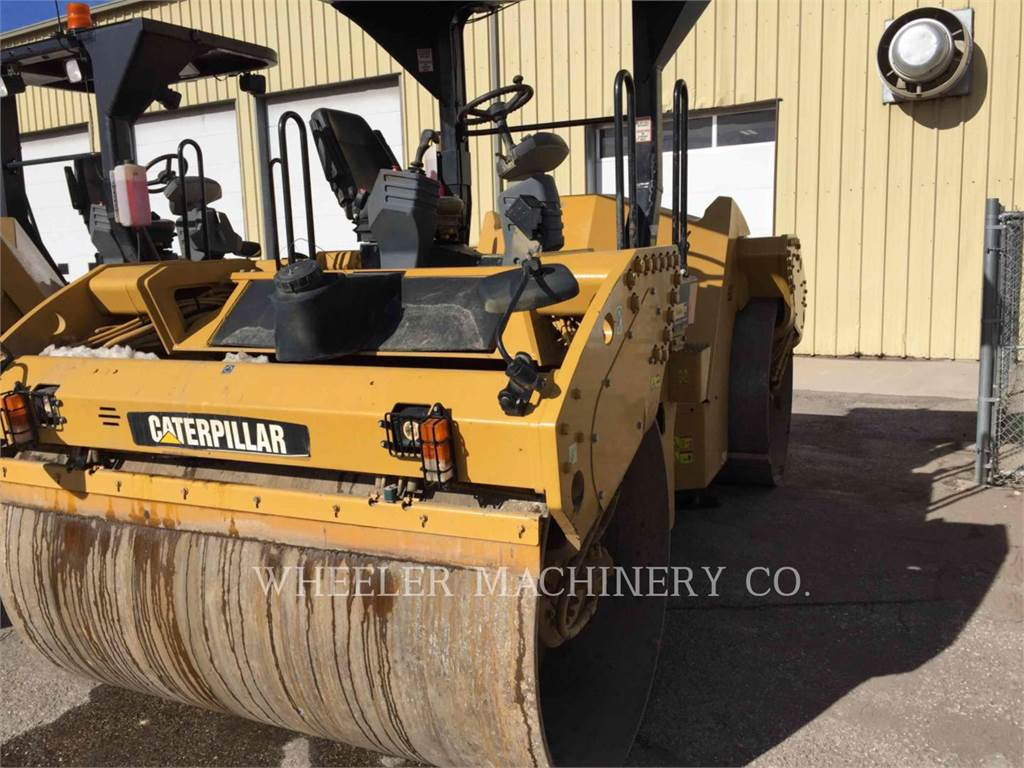 Caterpillar CB64 VV, Twin drum rollers, Construction
