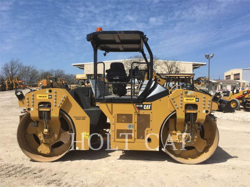 Caterpillar CB64B, Twin drum rollers, Construction