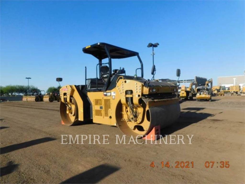 Caterpillar CB66B, Twin drum rollers, Construction