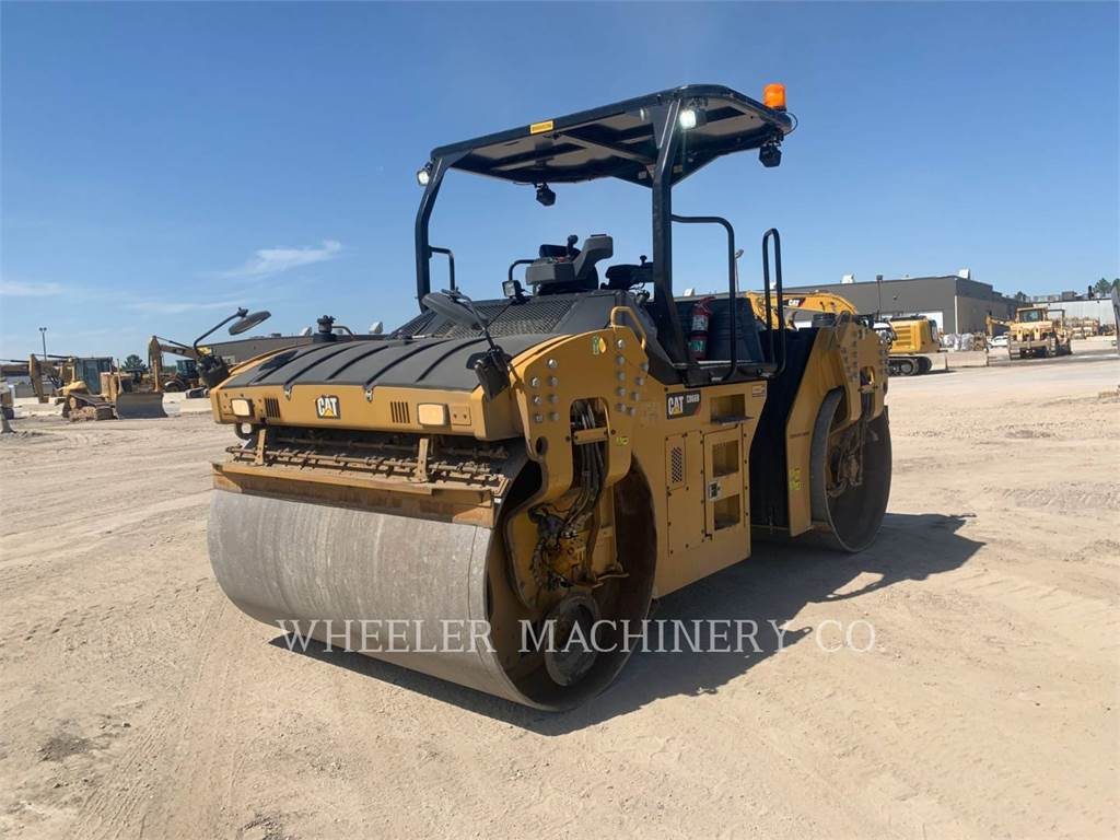 Caterpillar CB66B CW, Twin drum rollers, Construction