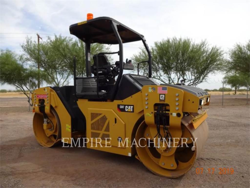 Caterpillar CB7、双轮压路机、建筑设备