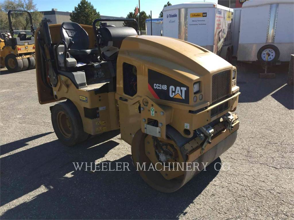 Caterpillar CC24B, combination rollers, Construction