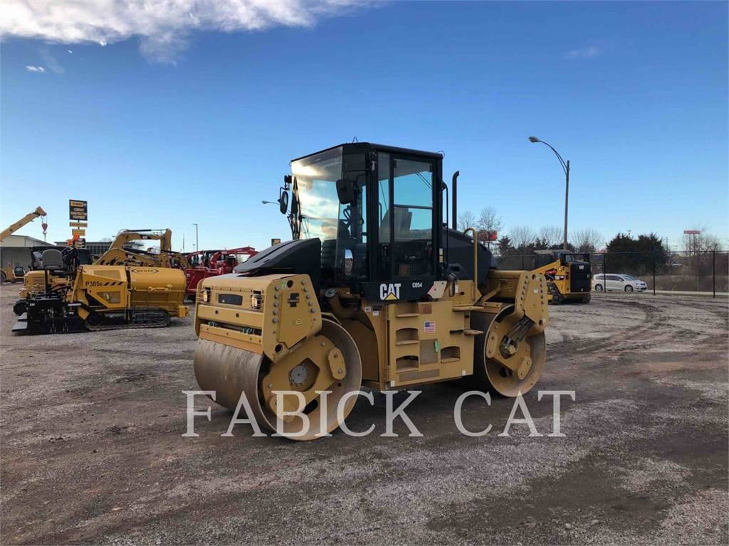 Caterpillar CD54, Twin drum rollers, Construction