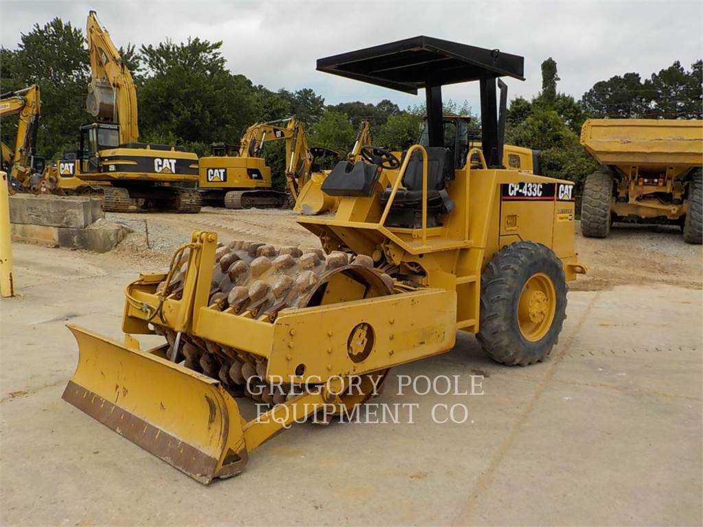 Caterpillar CP-433C、振動ローラ、建設
