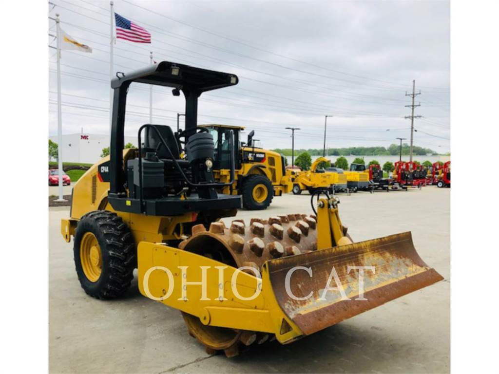 Caterpillar CP44, combination rollers, Construction