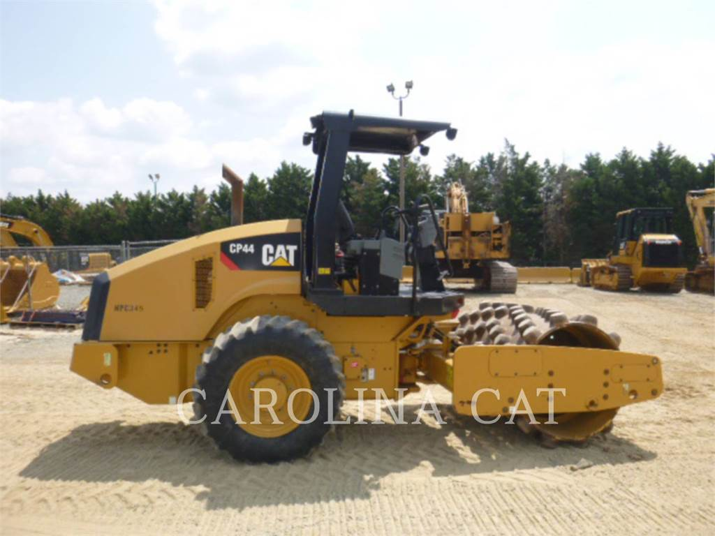 Caterpillar CP44, Twin drum rollers, Construction