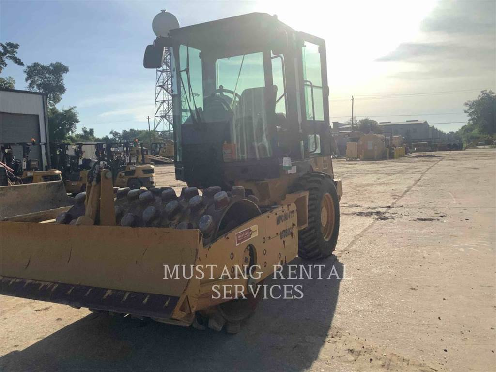 Caterpillar CP44CA, Asphalt pavers, Construction