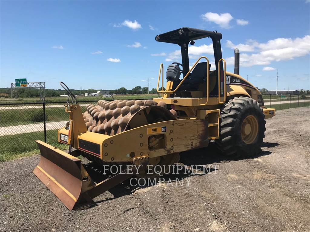 Caterpillar CP563E、ソイルコンパクター、建設