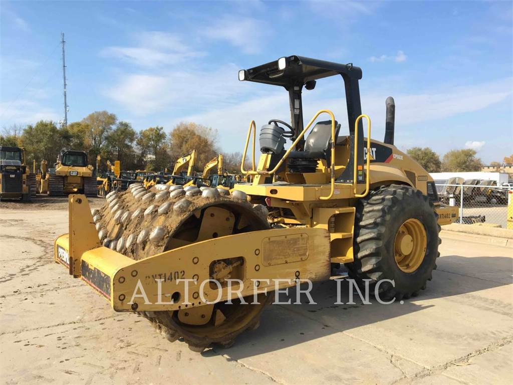 Caterpillar CP563E, Single drum rollers, Construction